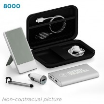 Deluxe traveling kit 8000 mAh - zwart