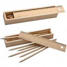 Holzbox mit Buntstiften und Lineal - braun
