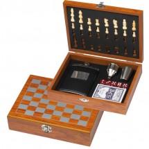 Spieleset mit Flachmann, Schach- und Kartenspiel - braun